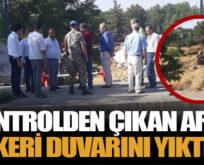 KONTROLDEN ÇIKAN ARAÇ, ASKERİ DUVARINI YIKTI!..