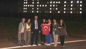 """YURT KIZLARINDAN MEHMETÇİĞE """"AFRİN"""" IŞIKLI DESTEK"""