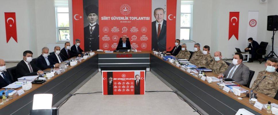 İÇİŞLERİ BAKANI SOYLU, SİİRT'TE GÜVENLİK TOPLANTISINA KATILDI