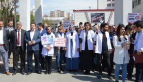 DOKTORA YAPILAN SALDIRI SİİRT'TE PROTESTO EDİLDİ