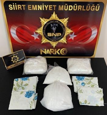 SİİRT POLİSİ 3 BUÇUK KİLO METAMFETAMİN ELE GEÇİRDİ