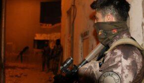 SİİRT POLİSİNDEN UYUŞTURUCU İÇİCİLERİN MEKÂNLARINA OPERASYON