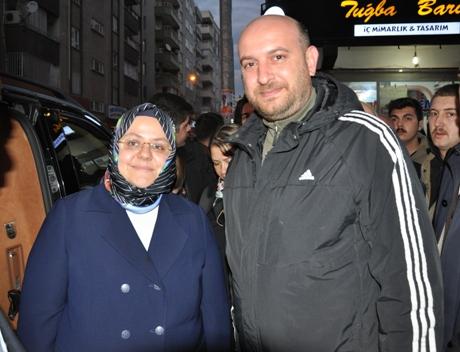 BAKAN SELÇUK'A 32 YIL SONRA SINIF ARKADAŞI SÜRPRİZİ!..