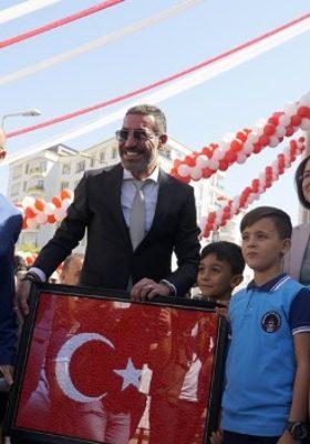 ÜNLÜ SANATÇI HAKAN ALTUN'UN MEMLEKETİNE KAZANDIRDIĞI OKUL AÇILDI